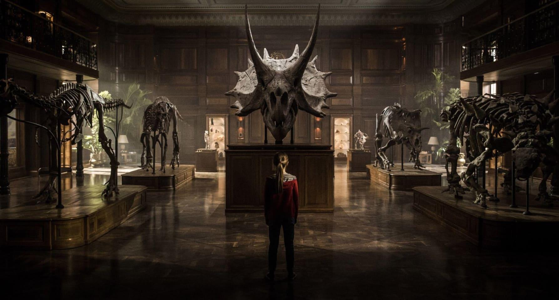 Jurassic World: Fallen Kingdom Tickets, Showtimes & Reviews